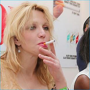 courtney-love-vaping