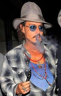 johnny-depp-vaping