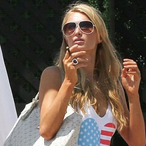 paris-hilton-vaping