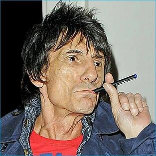 ronnie-wood-vaping