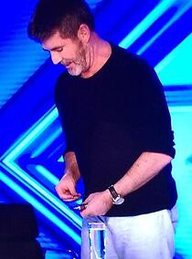simon-cowell-vaping